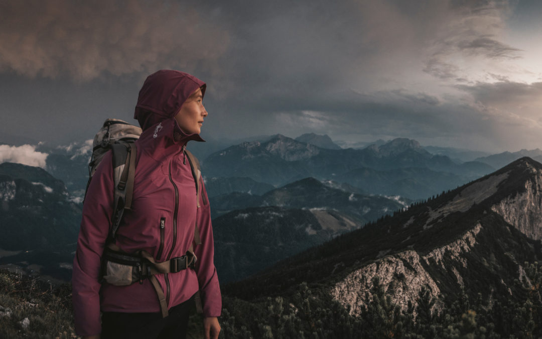 A rain jacket for hiking is not enough during thunderstorms!